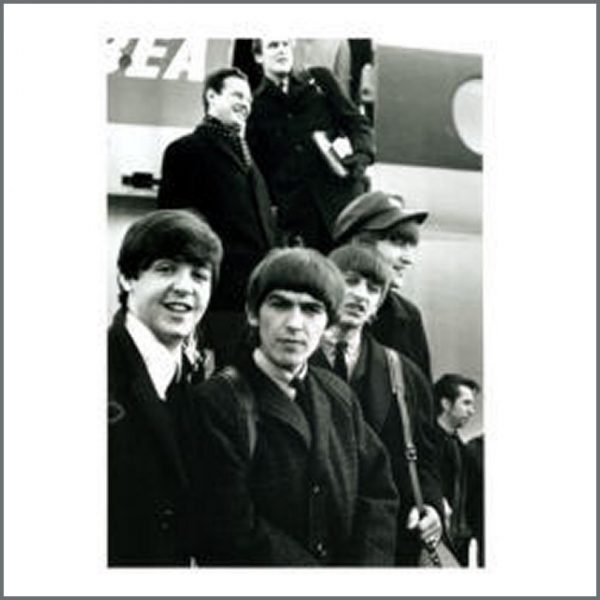 B18641 - Beatles Leaving For USA Large Black And White Glossy Photo (UK)