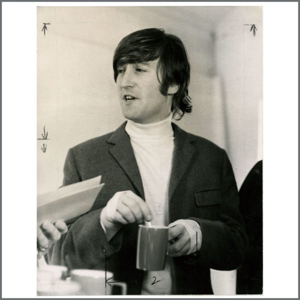 B23685 - John Lennon 1966 Yesterday And Today Vintage Photograph (UK)