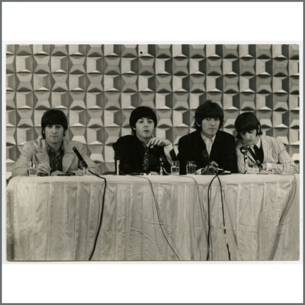 B23947 – The Beatles 1966 Tokyo Hilton Vintage Photograph (Japan)