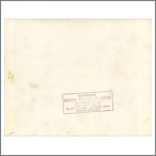 B24066 – The Beatles 1966 Paperback Writer Chiswick House Robert Whitaker Vintage Photograph (UK) 2