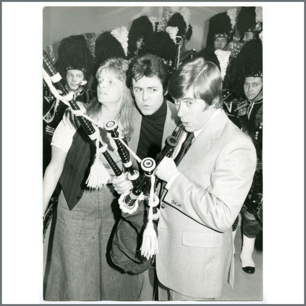 B24106 - Paul & Linda McCartney 1977 Mike Yarwood Show Vintage Photograph (UK)
