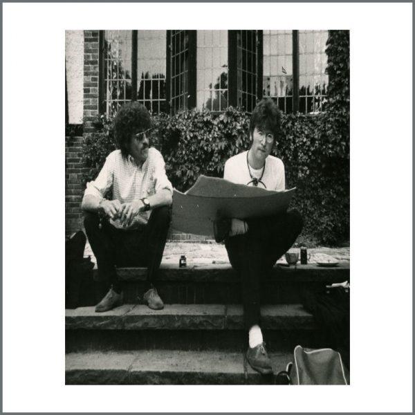 B24113 - The Beatles John Lennon And Terry Doran 1967 Vintage Photograph (UK)