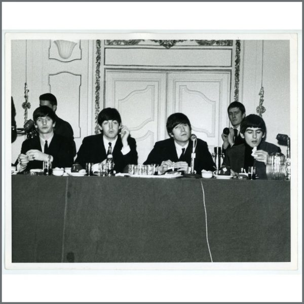 B24215 - The Beatles 1964 New York Press Conference Vintage Photograph (USA)