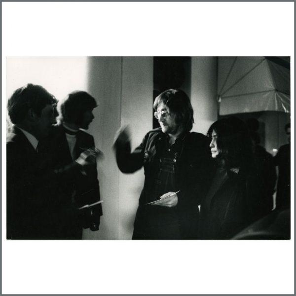 B24326 – John Lennon & Yoko Ono 1971 London Vintage Photographs (UK) 2