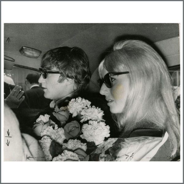 B24363 - John & Cynthia Lennon 1964 London Vintage Photograph (UK)