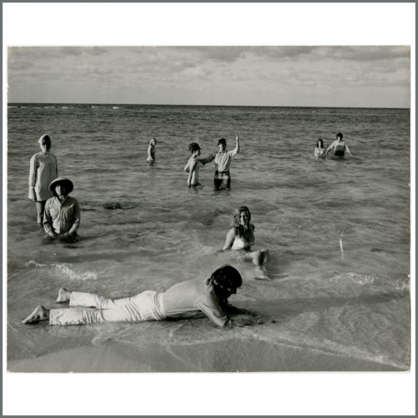B24366 - The Beatles 1965 HELP! Vintage Photograph (USA)