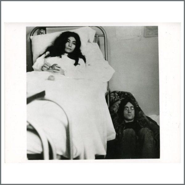 B25067 - John Lennon & Yoko Ono 1968 Vintage Queen Charlottes Hospital Photograph (UK)