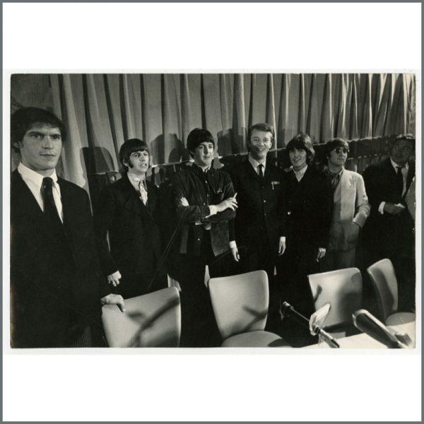B25221 - The Beatles 1966 Hamburg Vintage Photograph (Germany)