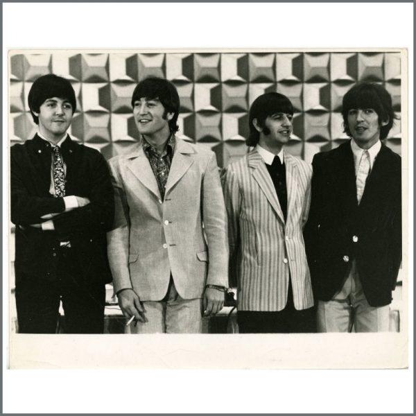 B25847 - The Beatles 1966 Tokyo Hilton Vintage Press Photograph (Japan)