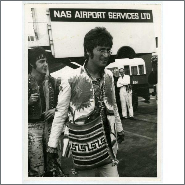 B26102 - John Lennon & Paul McCartney 1967 Heathrow Airport Vintage Photograph (UK)