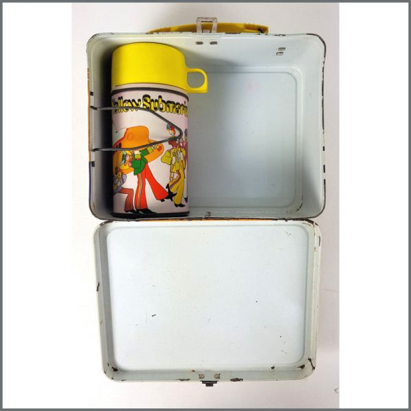 B26552 – The Beatles 1968 Yellow Submarine Lunch Box & Thermos (USA) 7