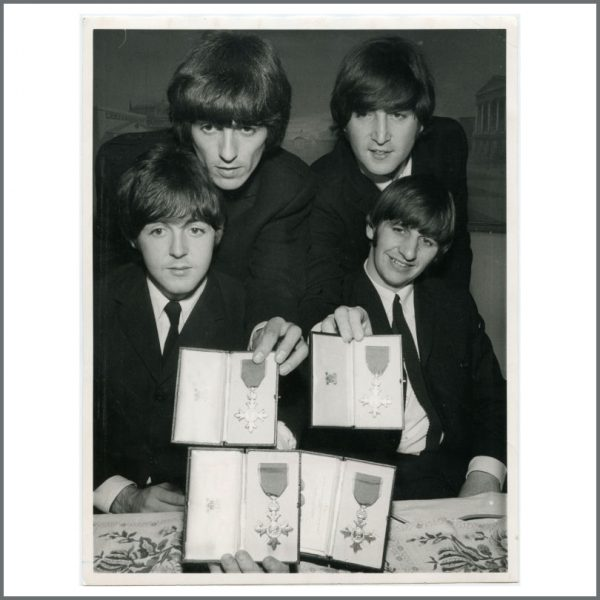 B26681 - The Beatles 1965 MBE Vintage Photograph (UK)