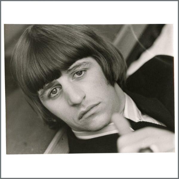 B27095 - Ringo Starr 1960s 16 Magazine Vintage Photograph (USA)