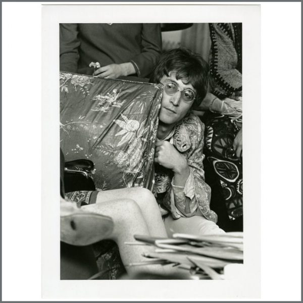 B27160 - John Lennon 1967 Bangor Maharishi Photograph (UK)