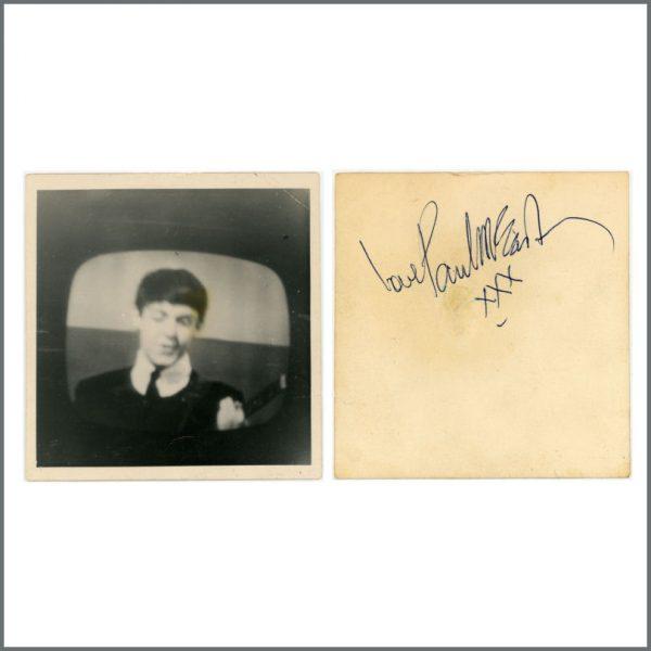 B27430 - Paul McCartney Autographed Snapshot Photograph (UK)