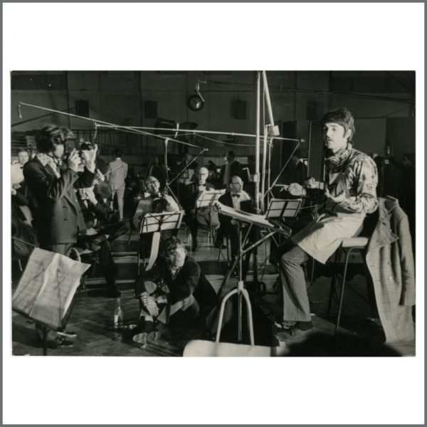 B27601 – The Beatles 1967 Paul McCartney & Mick Jagger A Day In The Life Recording Sessions Vintage Photograph (UK) 1