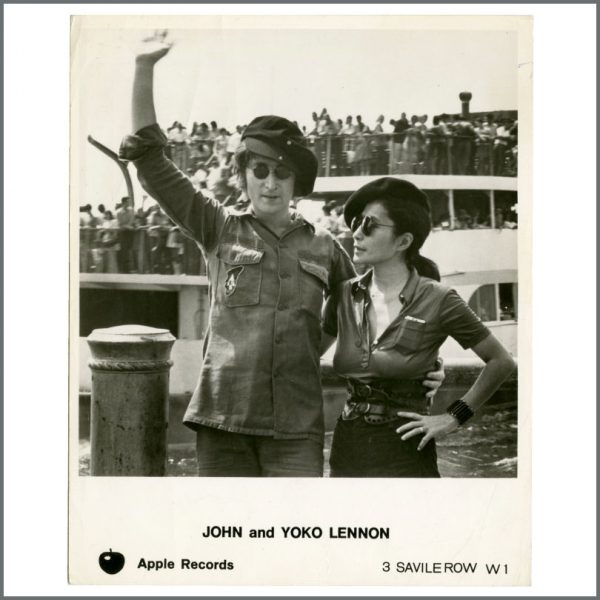B27855 - John Lennon & Yoko Ono 1970s Apple Records Promotional Photograph (UK)